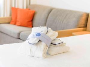 Een bed of bedden in een kamer bij Novotel Aachen City
