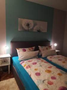 """Ein Bett oder Betten in einem Zimmer der Unterkunft Ferienwohnungen Treseburg """"Zur Bodehexe"""""""