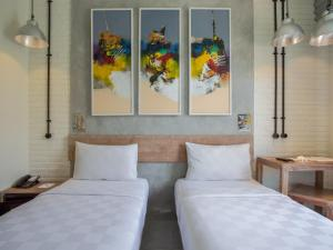 A bed or beds in a room at FRii Bali Echo Beach