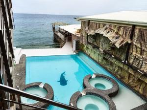 Вид на бассейн в GINGGING HOTEL & RESORT или окрестностях