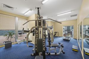 The fitness center and/or fitness facilities at YEHS Hotel Melbourne CBD