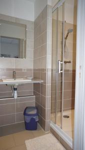 A bathroom at LE GLANDIER