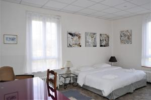 A bed or beds in a room at LE GLANDIER