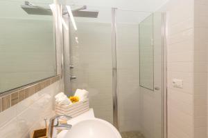 A bathroom at SeaPark SPA Resort