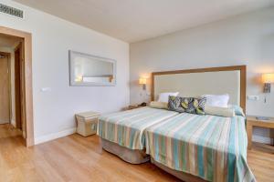 Łóżko lub łóżka w pokoju w obiekcie Hoposa Uyal 4 Sup
