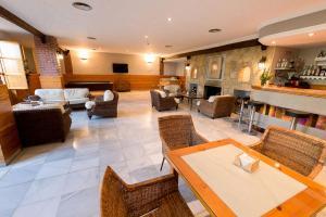 Un restaurante o sitio para comer en Villa Turística de Cazorla