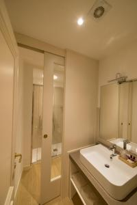 A bathroom at Locanda Ca' Zose