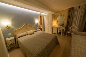 A bed or beds in a room at Locanda Ca' Zose