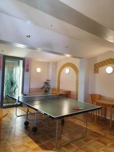 Table tennis facilities at La Côte Bleue or nearby