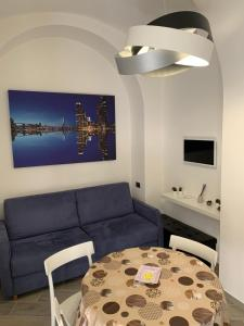 A seating area at Home4 Apartment Salerno