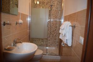 A bathroom at Hotel Dalmazia