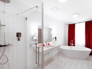 A bathroom at DORMERO Hotel Kelheim