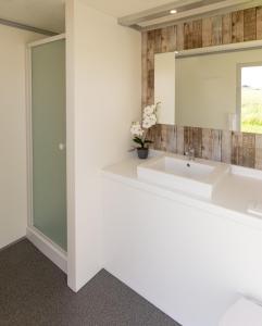Een badkamer bij Helshovens wijnvat