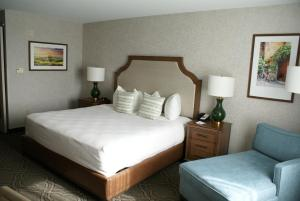A bed or beds in a room at Best Western Premier Pasco Inn and Suites