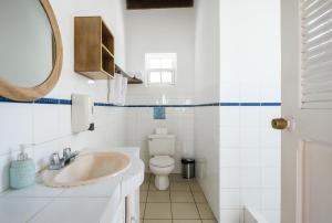 A bathroom at Selina Manuel Antonio