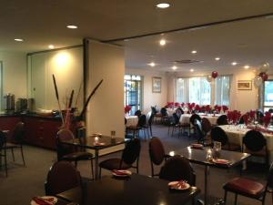 A restaurant or other place to eat at Pinnacles Edge Resort