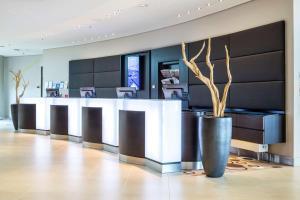 Lobby/Rezeption in der Unterkunft Radisson Blu Hotel, Hamburg Airport