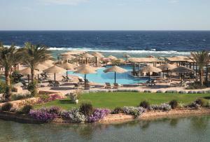 Вид на басейн у Radisson Blu Resort El Quseir або поблизу