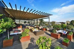 Ein Restaurant oder anderes Speiselokal in der Unterkunft Radisson Blu Iveria Hotel