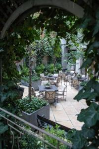 A restaurant or other place to eat at The Rittenhouse Hotel