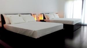 A bed or beds in a room at Lakmini Lodge Sigiriya