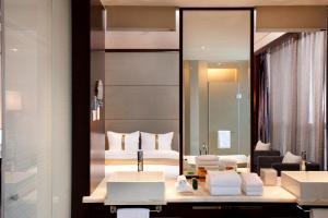 A bathroom at Holiday Inn Shanghai Jinxiu, an IHG Hotel