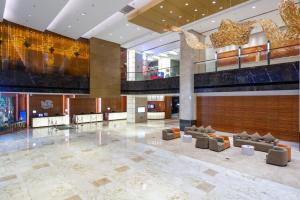 The lobby or reception area at Holiday Inn Shanghai Jinxiu, an IHG Hotel
