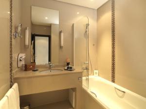 Salle de bains dans l'établissement Atlas Essaouira & Spa