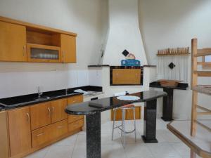A kitchen or kitchenette at Apartamento Portinari