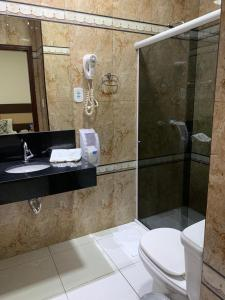 A bathroom at Hotel Arlen