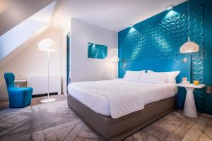 A bed or beds in a room at Holiday Inn Paris Gare de l'Est, an IHG Hotel