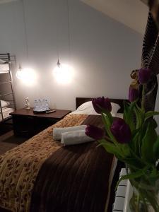Łóżko lub łóżka w pokoju w obiekcie Pokoje Bakos Radocza