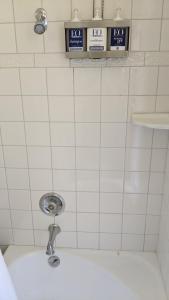A bathroom at The Andiron Seaside Inn & Cabins