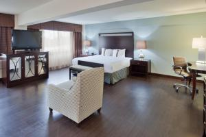 A bed or beds in a room at Holiday Inn Virginia Beach - Norfolk, an IHG Hotel