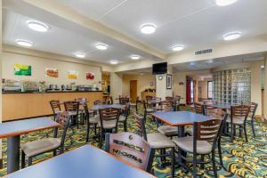 A restaurant or other place to eat at Quality Inn San Antonio Fiesta at Six Flags