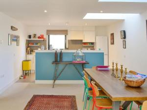 A kitchen or kitchenette at No 4 The Steading - UK7080