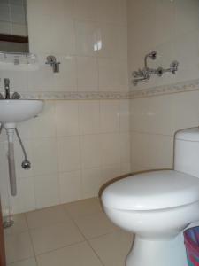 A bathroom at The Third Eye Inn