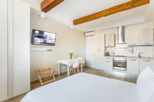 Una cocina o zona de cocina en Florence Liona Apartments