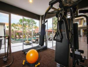 The fitness centre and/or fitness facilities at The Kana Kuta Hotel