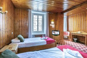 Кровать или кровати в номере Hotel Le Chamonix