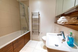 A bathroom at 2 Bedroom 2 Bathroom CITY VIEW with Underground Car Park at CHATHAM MARITIME