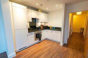 A kitchen or kitchenette at 2 Bedroom 2 Bathroom CITY VIEW with Underground Car Park at CHATHAM MARITIME