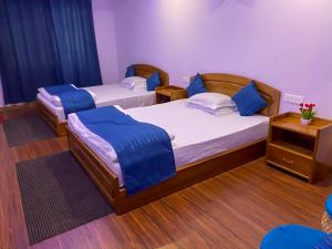 A bed or beds in a room at HOTEL ARMS