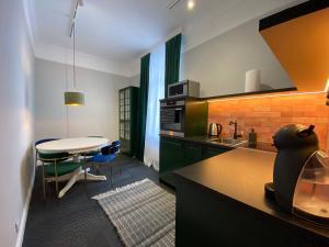 A kitchen or kitchenette at Nordischer Hof Apartments