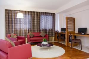 A seating area at Holiday Inn Salerno-Cava De' Tirreni, an IHG Hotel