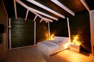 A bed or beds in a room at Hotel Kastria