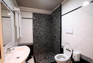 A bathroom at Hotel Kastria