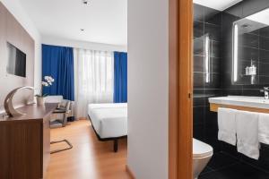 Ein Badezimmer in der Unterkunft Eurostars Blue Coruña