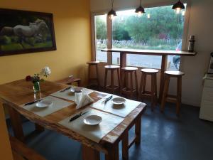 Un restaurant u otro lugar para comer en ALMA Travelers