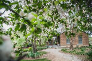 A garden outside Evanslea Luxury Boutique Accommodation